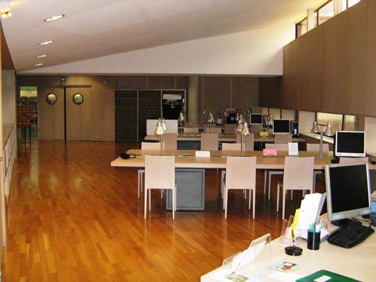 salle de lecture de la bmvr de ch lons en champagne photo jean marie barbiche notice. Black Bedroom Furniture Sets. Home Design Ideas